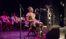 Musiker Njamy Sitson aus Kamerun beim Zugvogelkonzert in Hamburg. Foto: run united